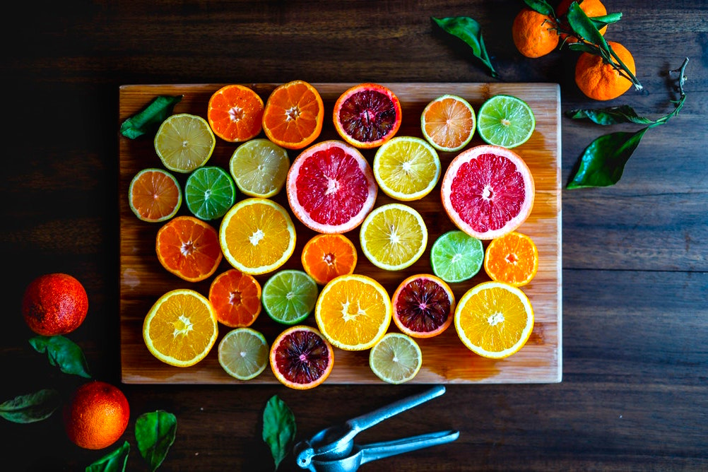 photo-1511688878353-3a2f5be94cd7 Cilde İyi Gelen Besinler ve Yiyecekler: Yağ, Bitki, Vitaminler...